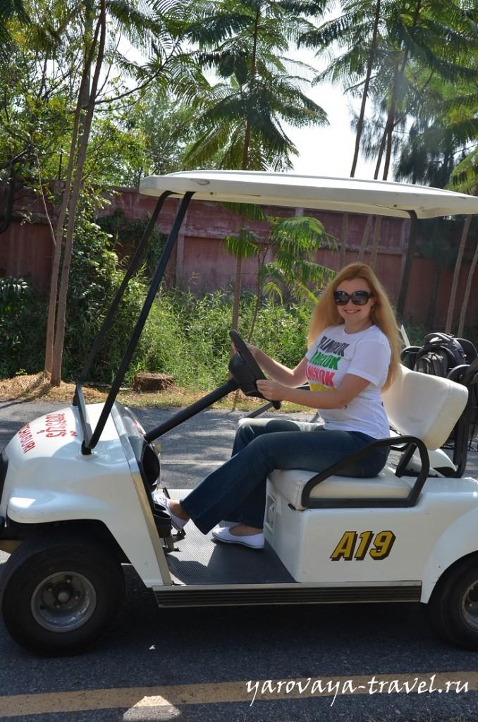На гольф-каре в Муанг Боран