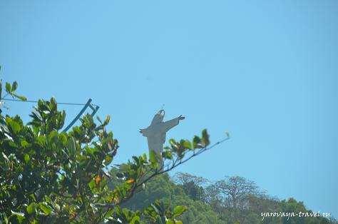Вид из такси на статую