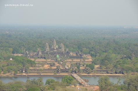 Ангкор Ват в дымке