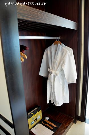 В халате можно спускаться прямо в сауну.