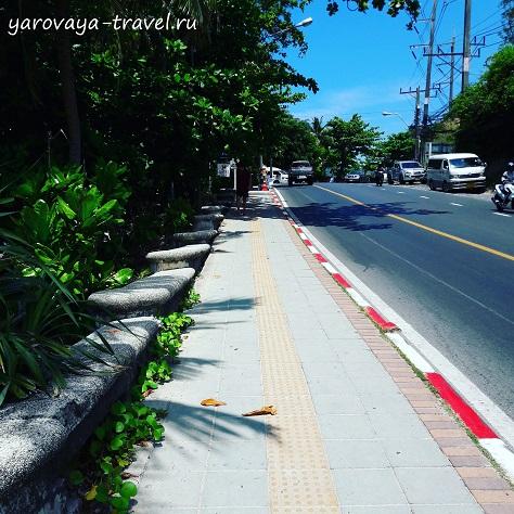 Пешеходная дорожка, с которой уже открываются замечательные виды на Патонг.