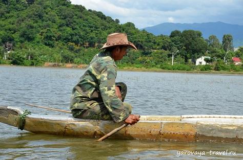 В провинции Даклак на озере Лак.