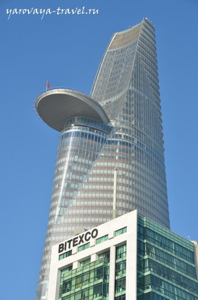 Этот небоскреб рядом с причалом