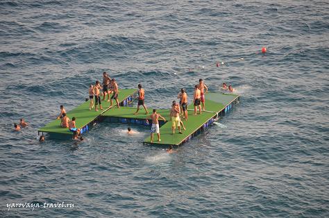 В море установлена такая платформа