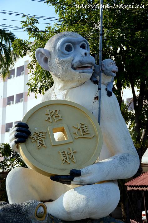 Лопбури - город обезьян