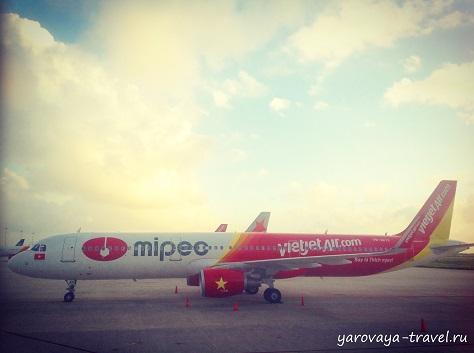 Рано утром в аэропорту Камрань.