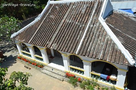 Вид сверху на хозяйский дом.