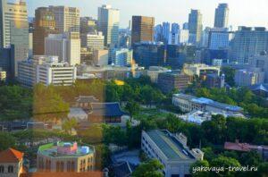 Вид на город и дворец Токсугун через стекло.