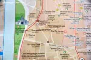 В районе Букчхон несколько инфоцентров.