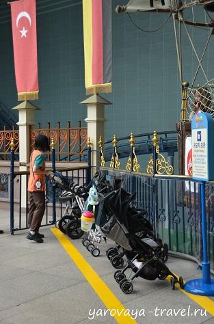 Для детских колясок есть отдельные парковки. Все продумано до мелочей.