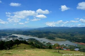 Вид на Золотую долину с горы Лангбианг.