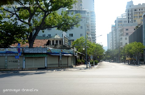 Улицы опустели.