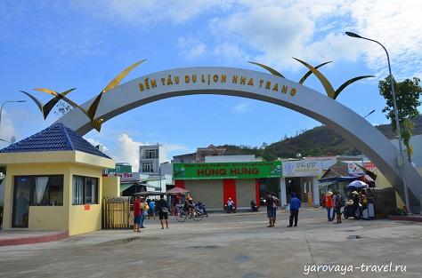 Въезд в новый порт на юге Нячанга.