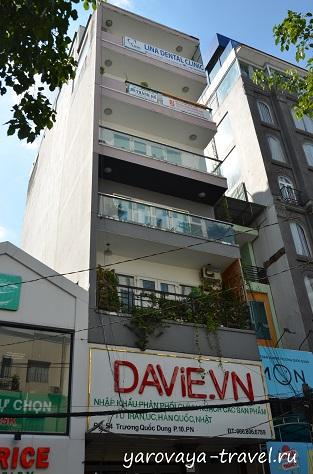 Клиника Лины располагается на самом верхнем этаже. Лифт есть.