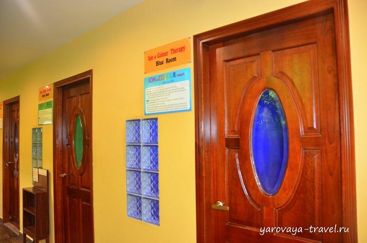 Цветные комнаты (красная, зеленая, синяя) для медитаций я не оценила, но вьетнамцы с удовольствием там находились.