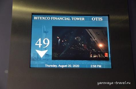 Экран в скоростном лифте.
