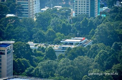 Дворец Независимости с вертолетом на крыше.