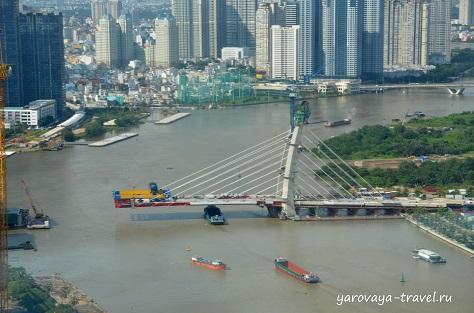 Город активно развивается. Строятся мосты и новые высотки.