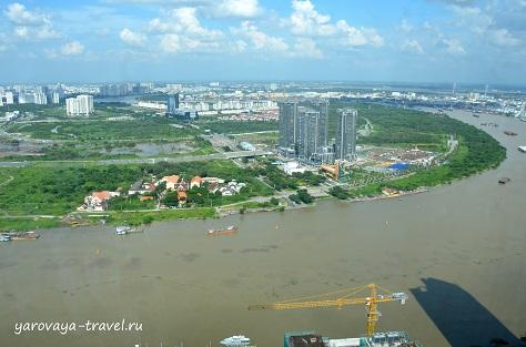 Река Сайгон всегда очень загружена.