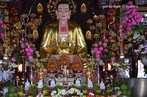 Свастика в буддизме несет духовную составляющую в этой религии и не имеет отношения к немецкому символу ненависти и резни.