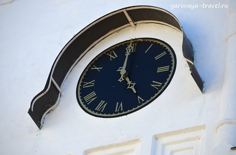 Часы на колокольне.