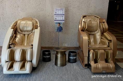 Массажные японские кресла для гостей отеля.