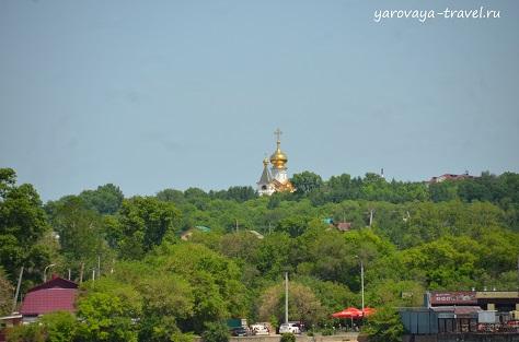Купола храма Серафима Саровского в парке Северный.
