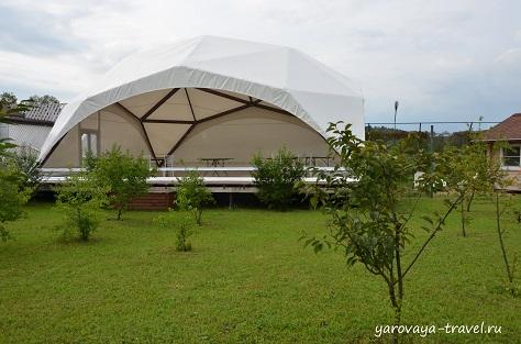 Есть крытый шатер для проведения любых праздников.